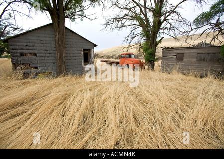 Abandoned buildings on a farm in the Palouse area of Washington - Stock Photo