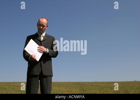Businessman with annual report - Geschäftsmann mit Geschäftsbericht - Stock Photo