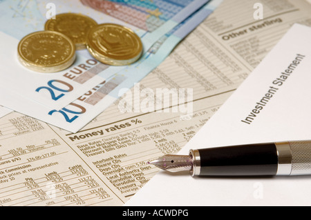 Fountain pen statements and cash - Stock Photo