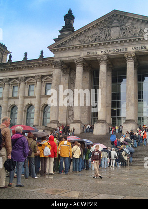 queue in front of the German Reichstag building, Germany, Berlin - Stock Photo
