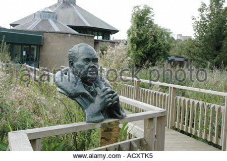 Entrance to Arundel Wildfowl and Wetlands Trust, bust of Sir Peter Scott, Arundel, West Sussex. - Stock Photo
