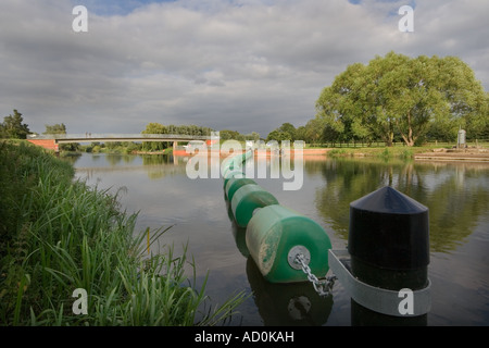 Showing flotation buoys to stops boats going over the weir at Great Barford near Bedford on the River Great Ouse. - Stock Photo