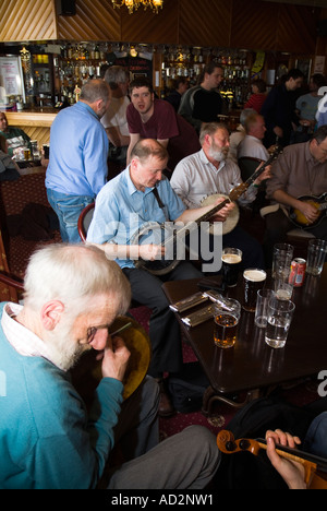 dh Orkney Folk Festival STROMNESS ORKNEY musicians playing banjos bodhran drum stromness hotel bar scottish pub - Stock Photo
