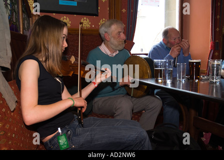 dh Orkney Folk Festival STROMNESS ORKNEY musicians playing fiddle bodhran drum stromness hotel pub music - Stock Photo
