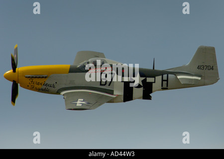 Side-view profile of an American WW2 Mustang fighter aircraft in flight. - Stock Photo