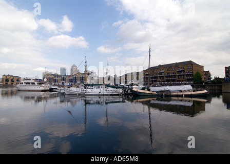 PICTURE CREDIT Doug Blane Limehouse canal basin in London - Stock Photo
