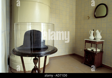 RUSSIA ST PETERSBURG WRITER DOSTOIEVSKY APARTMENT HIS LAST HAT ON DISPLAY IN THE ENTRANCE - Stock Photo
