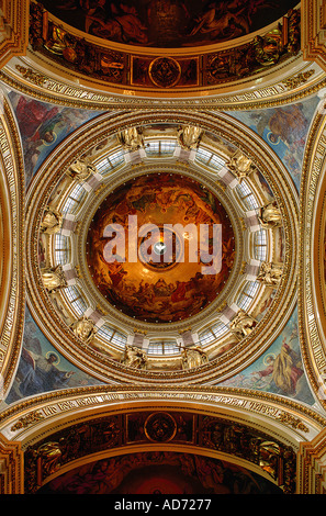 RUSSIA ST PETERSBURG SAINT ISAAC CATHEDRAL BUILT BY AUGUSTE DE MONTFERRAND FRENCH ARCHITECT THE DOME SEEN FROM BELOW - Stock Photo