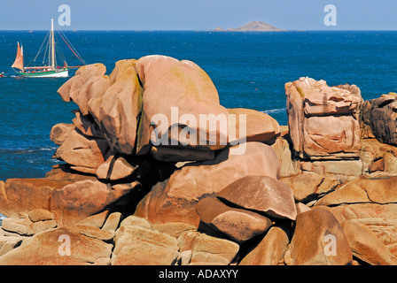 Giant rocks at the Cote Granit Rose in Ploumanac´h, Brittany, France - Stock Photo