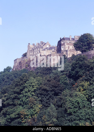 dh Stirling Castle STIRLING STIRLINGSHIRE Castle on rock and fields