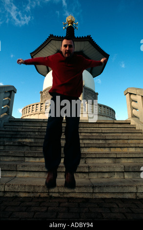 PICTURE CREDIT DOUG BLANE Doug Blane practicing Le Parkour freerunning at the stone circle Willen Milton Keynes - Stock Photo