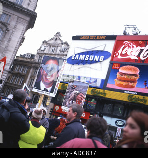 Piccadilly Circus Anti-War Rally ANTI IRAQ WAR DEMO on 15th February 2003 in London, England, UK  KATHY DEWITT - Stock Photo