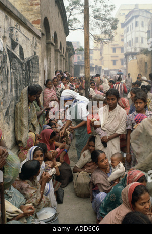 Poor women queuing for food at Mother Teresa s Mission in Calcutta India - Stock Photo