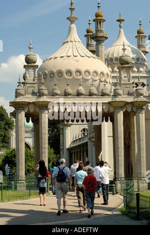 Brighton, the Royal Pavilion. Regent's Palace. Visitors entering front entrance. - Stock Photo