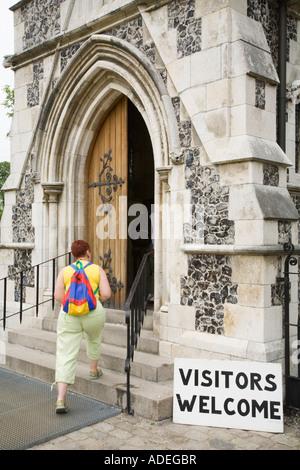 Visitors welcome sign outside Saint Albans Anglican Church, Copenhagen, Denmark. - Stock Photo