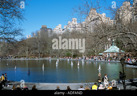 Sailing model boats on the lake in Central Park, Manhatten, New York, USA - Stock Photo