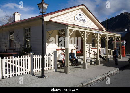 ARROWTOWN SOUTHERN LAKES SOUTH ISLAND NEW ZEALAND May Locals sitting in the shade outside the Post and Telegraph - Stock Photo