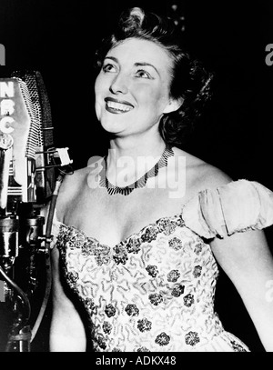 VERA LYNN British singer born 1917 here on a visit to America in the 1950s - Stock Photo