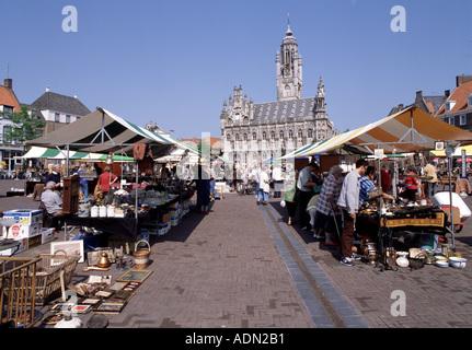 Middelburg, Markt, Trödelmarkt vor dem Stadhuis - Stock Photo
