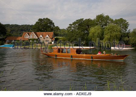 Boating on Thames Near Henley Oxfordshire - Stock Photo
