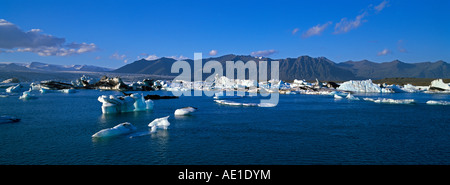 Iceland southern Iceland southern Vatnajokull Jokulsarlon Glacial River Lagoon Icebergs floating in the Lagoon beneath - Stock Photo