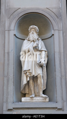 Leonardo Davinci da Vinci sculpture statue, outside the Uffizi Gallery, Florence - Stock Photo