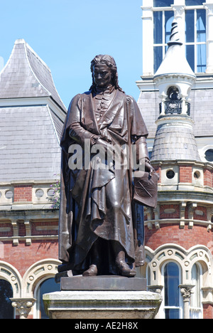 Isaac Newton statue and Guildhall, Grantham, Lincolnshire, England, UK - Stock Photo