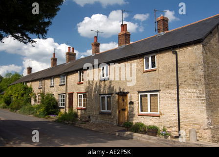 Traditional looking stone cottages at Cosgrove on the Grand Union Canal. The modern TV aerials have been kept in - Stock Photo