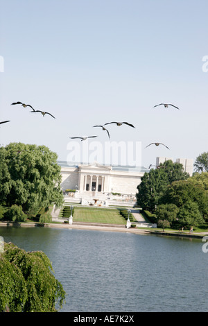 Cleveland Ohio University Circle Wade Lagoon Museum of Art sea gulls birds - Stock Photo