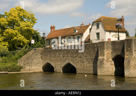 England. Oxfordshire. Abingdon. Nags head Inn, bridge, & river Thames - Stock Photo
