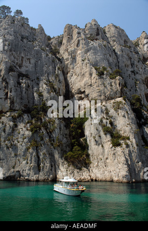 Tourist boat in the En Vau Calanque, near Cassis. - Stock Photo