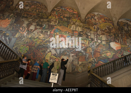 Mexico city government palace mural by diego rivera life for Diego rivera famous mural