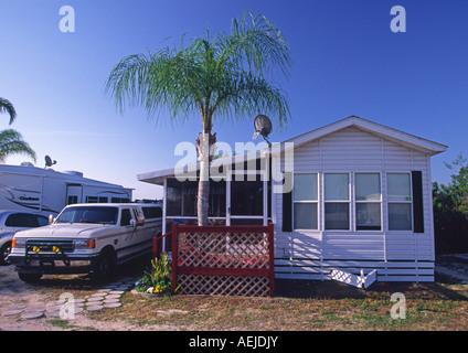 florida mobile home in a trailer RV park usa - Stock Photo