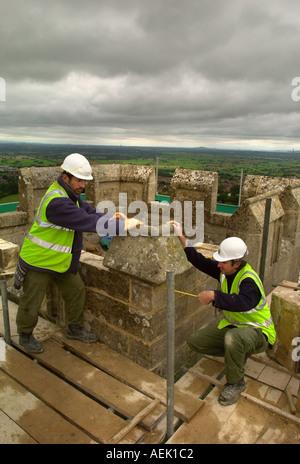 RESTORATION WORK AT ST MICHAELS TOWER ON GLASTONBURY TOR GARY BROOKES STONE MASON RIGHT AND SIMON CLAYTON - Stock Photo