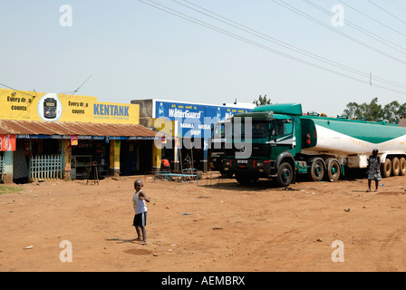 Simple shops or DUKAs at the side of the Kisumu Maseno road in Western Kenya East Africa - Stock Photo