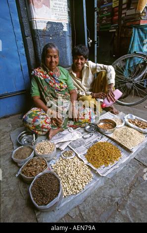 India Andhra Pradesh Hyderabad Laad Bazaar snack seller - Stock Photo