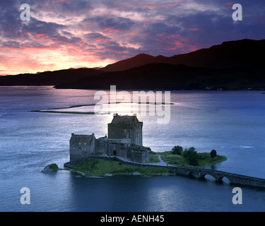 GB - SCOTLAND: Eilean Donan Castle and Loch Duich at sunset - Stock Photo
