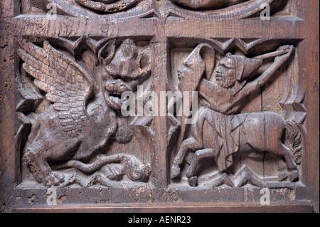 Köln, Dom, Detail des Chorgestühls, Kampf mit einem Drachen - Stock Photo