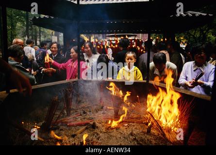 Hangzhou Zhejiang province China Lighting joss sticks at Buddhist Lingyin Souls Retreat Temple - Stock Photo
