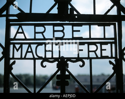 Dachau, KZ-Gedenkstätte, 'Torgitter mit Inschrift '' Arbeit macht frei''' - Stock Photo