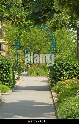 Paris, France. Promenade Plantee on top of Viaduc des Arts in 19th Arr. Planted area and walk on former raised railway - Stock Photo