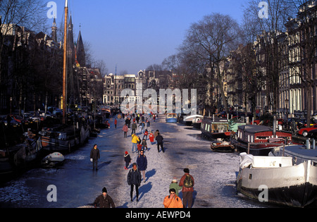 Amsterdam people skating on the frozen keizersgracht - Stock Photo