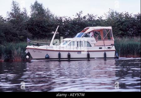 Linssen 29-9 Dutch steel cruiser on River Thames above Boveney Lock, Windsor, Berkshire, England - Stock Photo