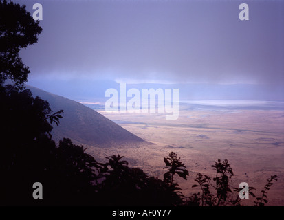 Low cloud gathers around the rim of the Ngorongoro Crater, Tanzania - Stock Photo