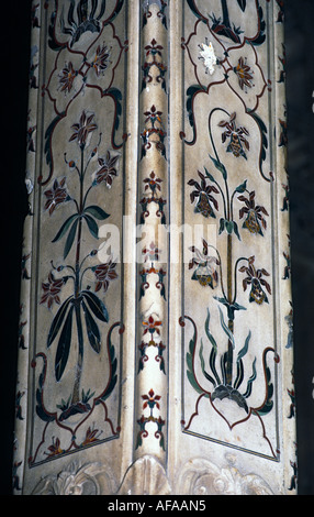 Diwan-i 'Amm, Agra Fort, India, detail of inlaid column - Stock Photo