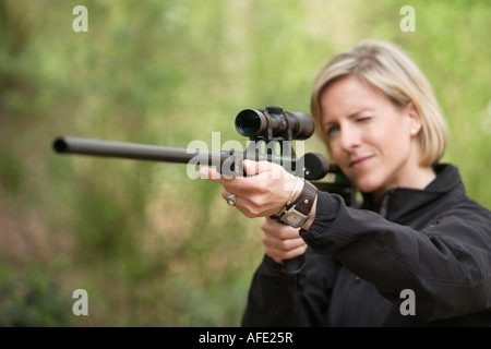 The zoo veterinary surgeon of the zoo Allwetterzoo Dr Sandra Silinski during her work with a stun gun - Stock Photo