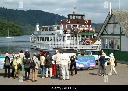 Bowness on Lake Windermere northern England UK. Tourists waiting for boat trips - Stock Photo