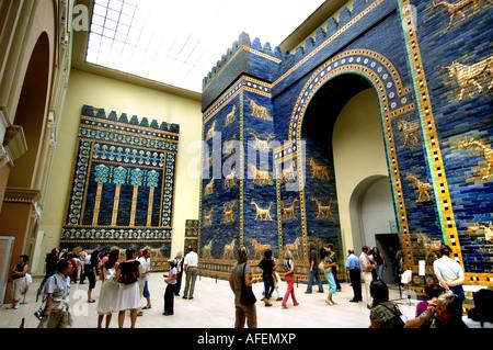 Ishtar Gate 580 BC (Neo Babylonian Empire) Babylon, 6th century B.C Iraq ( King Nebuchadnezzar II. Mesopotamia 2300 - Stock Photo