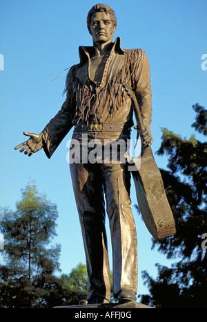 Elk217 1806 Tennessee Memphis statue of Elvis Presley