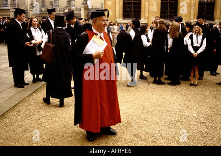 OXFORD UNIVERSITY MATRICULATION DAY AT THE SHELDONIAN THEATRE MASTER IN CHARGE OF STUDENTS 1990s 90s  HOMER SYKES - Stock Photo
